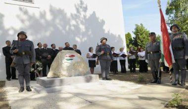 Emlékművet állított az Átányi Református Egyházközösség a Trianoni békeszerződés 90. évfordulóján